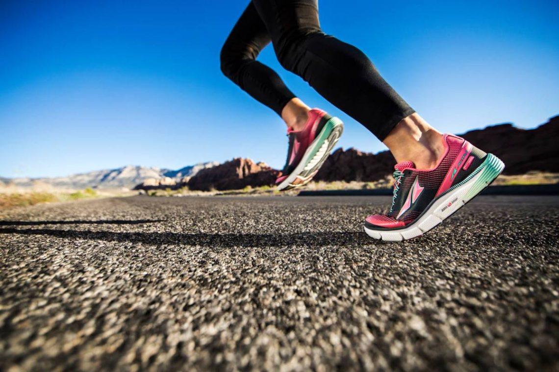 Как вес кроссовок влияет на скорость бега?