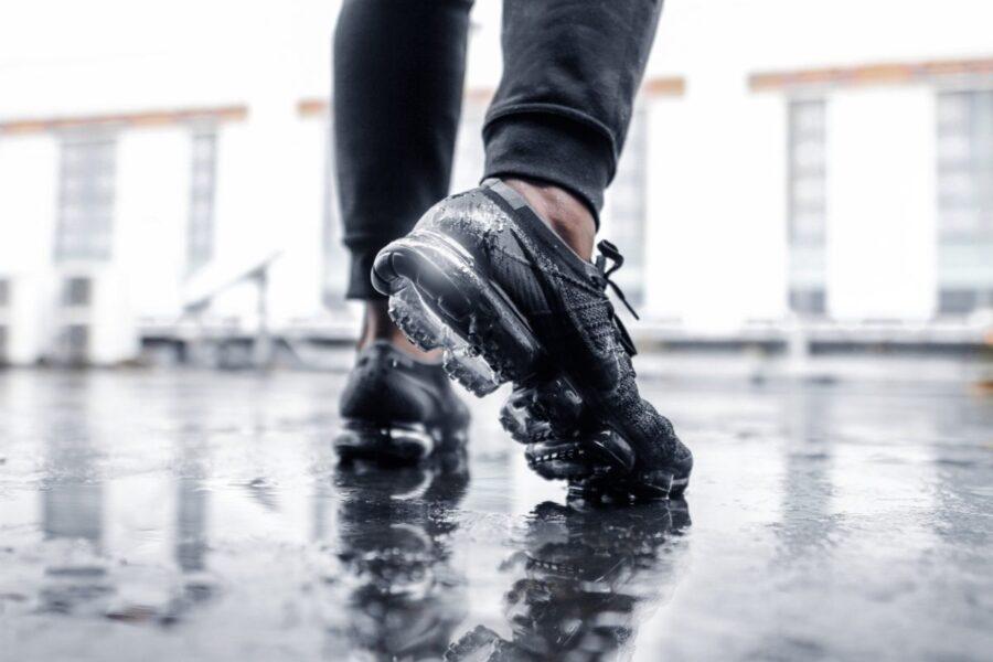 Как быстро высушить кроссовки, если они намокли