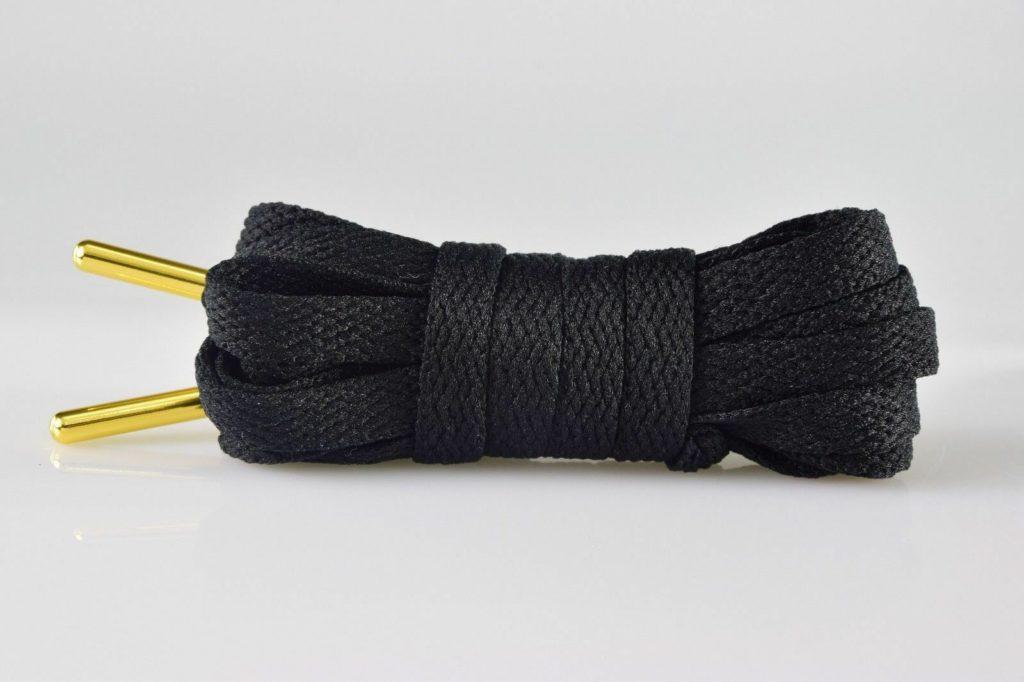 укоротить шнурки на кроссовках