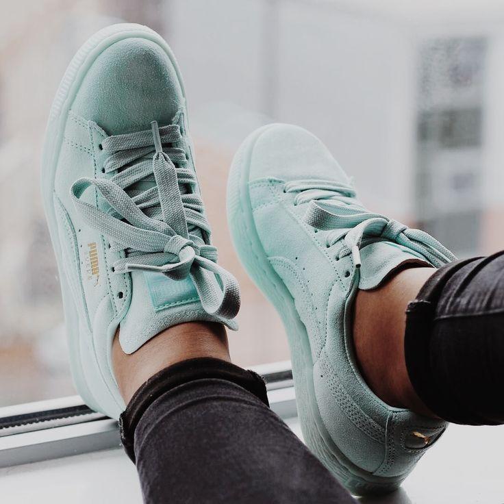 кроссовки голубые фото