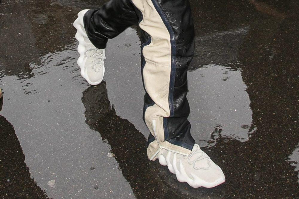 Kanye West продемонстрировал свои футуристические кроссовки YEEZY 451 в Париже