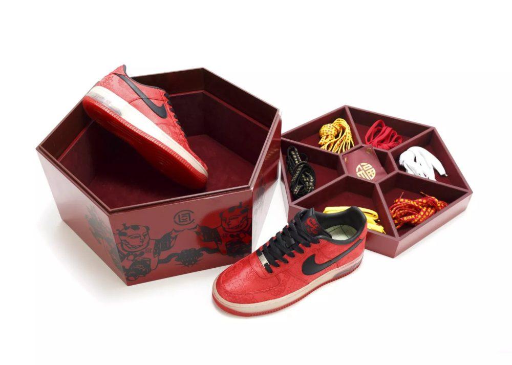 История шелковых Nike Air Force 1 от гонконгского бренда CLOT