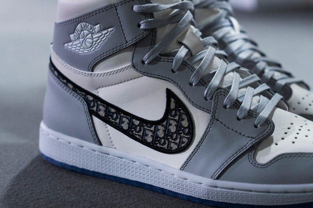Поддельные кроссовки на сумму 4 миллиона долларов были задержаны таможней США. Было изъято 1 800 пар Dior x Air Jordan