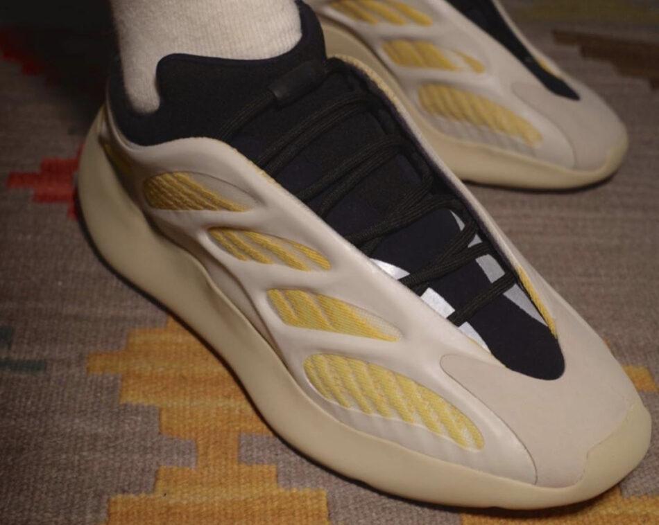 Первый взгляд на кроссовки Adidas Yeezy 700 V3 Srphym
