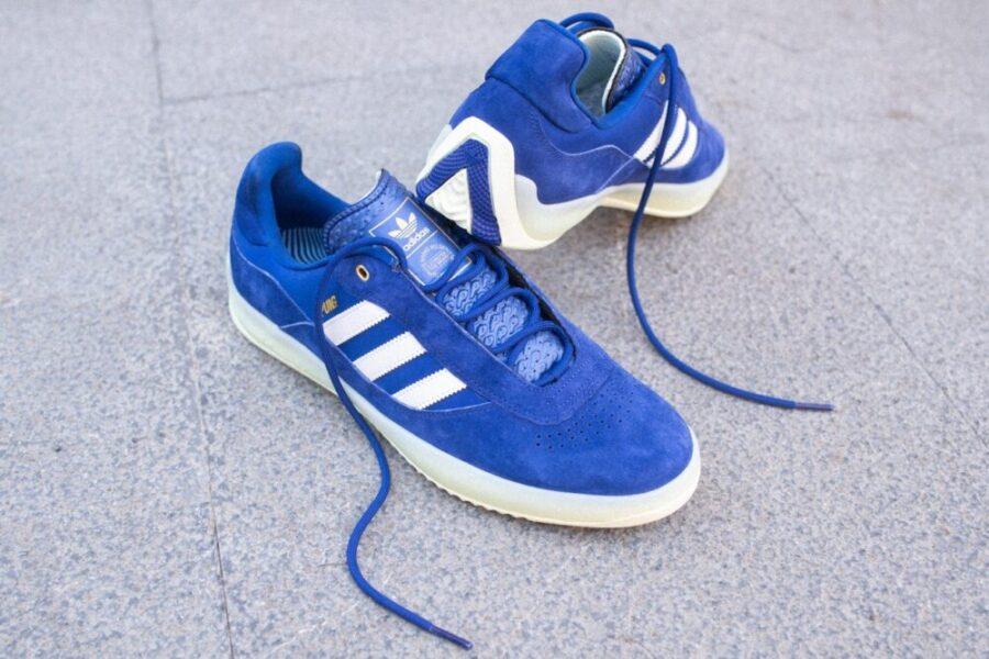 Кроссовки Adidas Skateboarding PUIG в ярко-синем цвете «Ink»