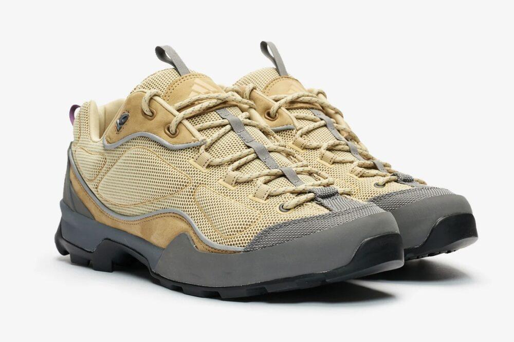Новые кроссовки ADIDAS SAHALEX в походном стиле