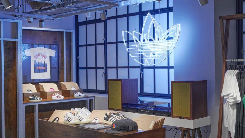 Adidas открыл магазин с гендерно-нейтральной концепцией в Лондоне